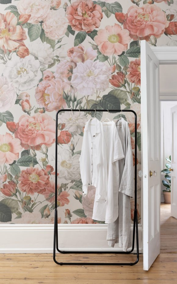 Losse floral wallpaper Cottagecore style room