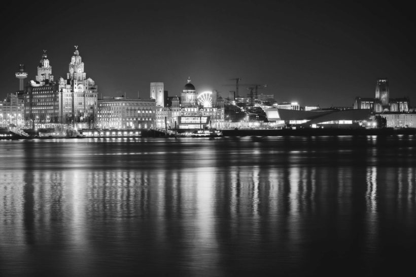 liverpool-skyline-greyscale-city-plain-1-wall-murals